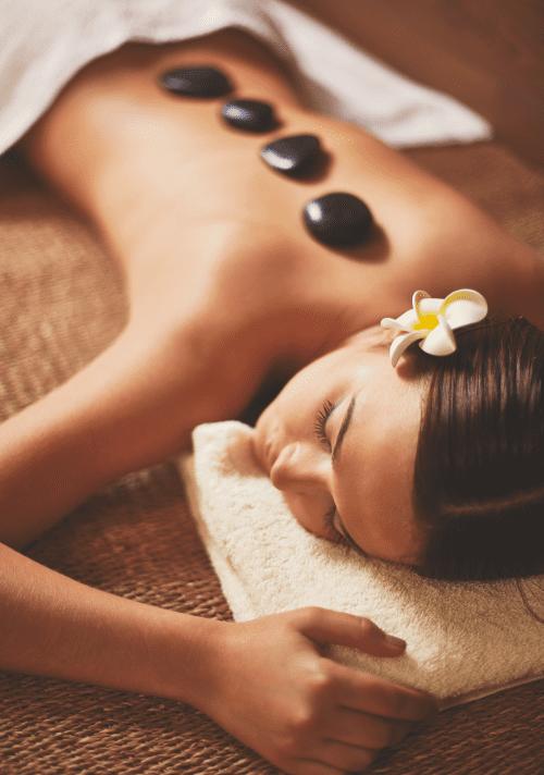 Hot stone massage Freepik e1502288531342
